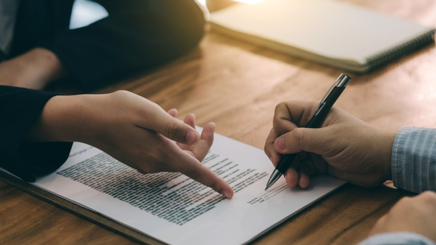 5 Insanely Effective Tactics to Get Contracts Signed This Month