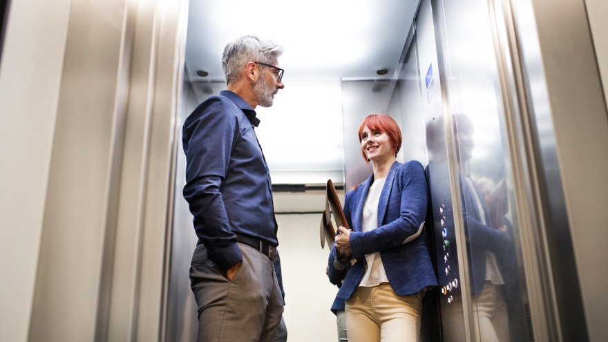 6 Elevator Pitch Examples That Sound Irresistible to Buyers