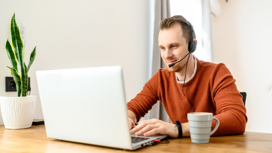 How to Sell Over the Phone: 20 Techniques + Tips